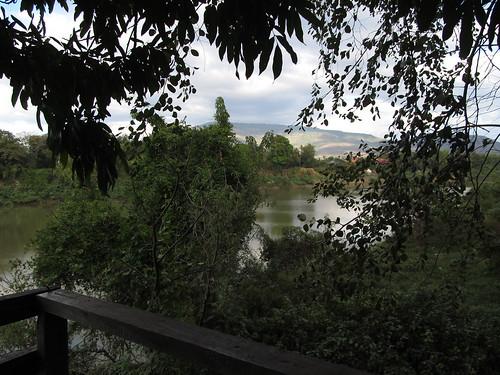 Paksé: vue depuis la terrasse de notre guesthouse sur la rivière Sedon