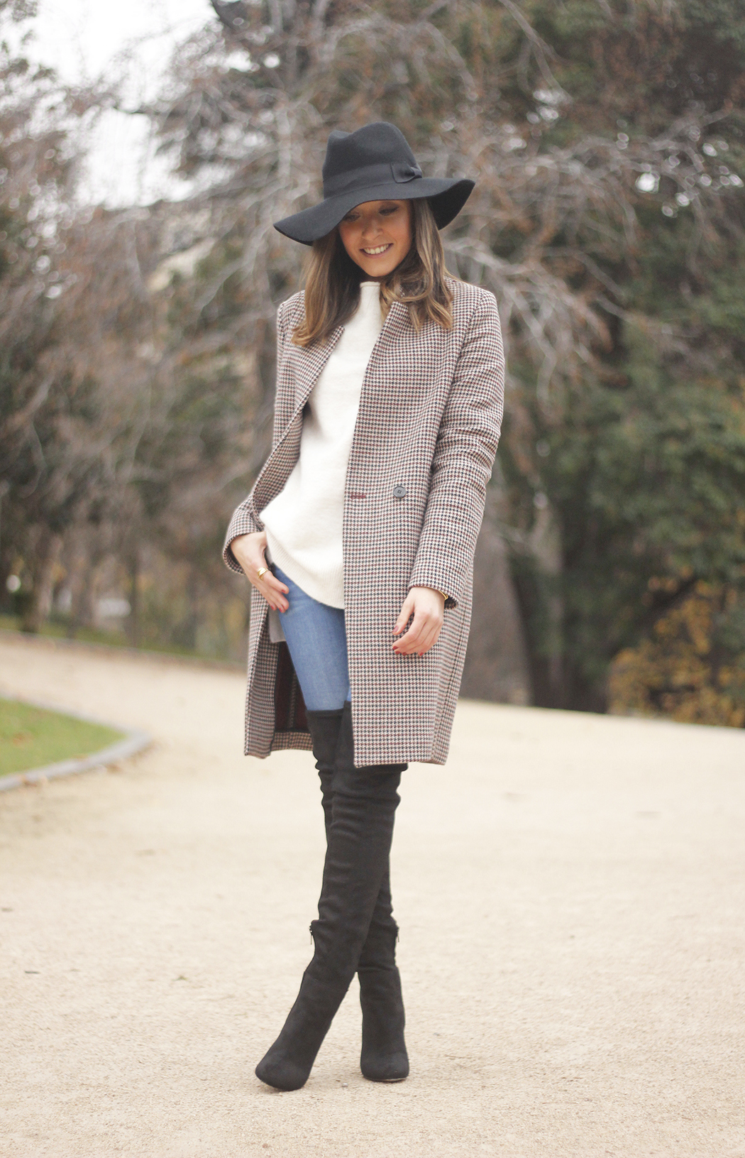 houndstooth coat, white sweater, over the knee boots, black hat, outfit, style, jeans07