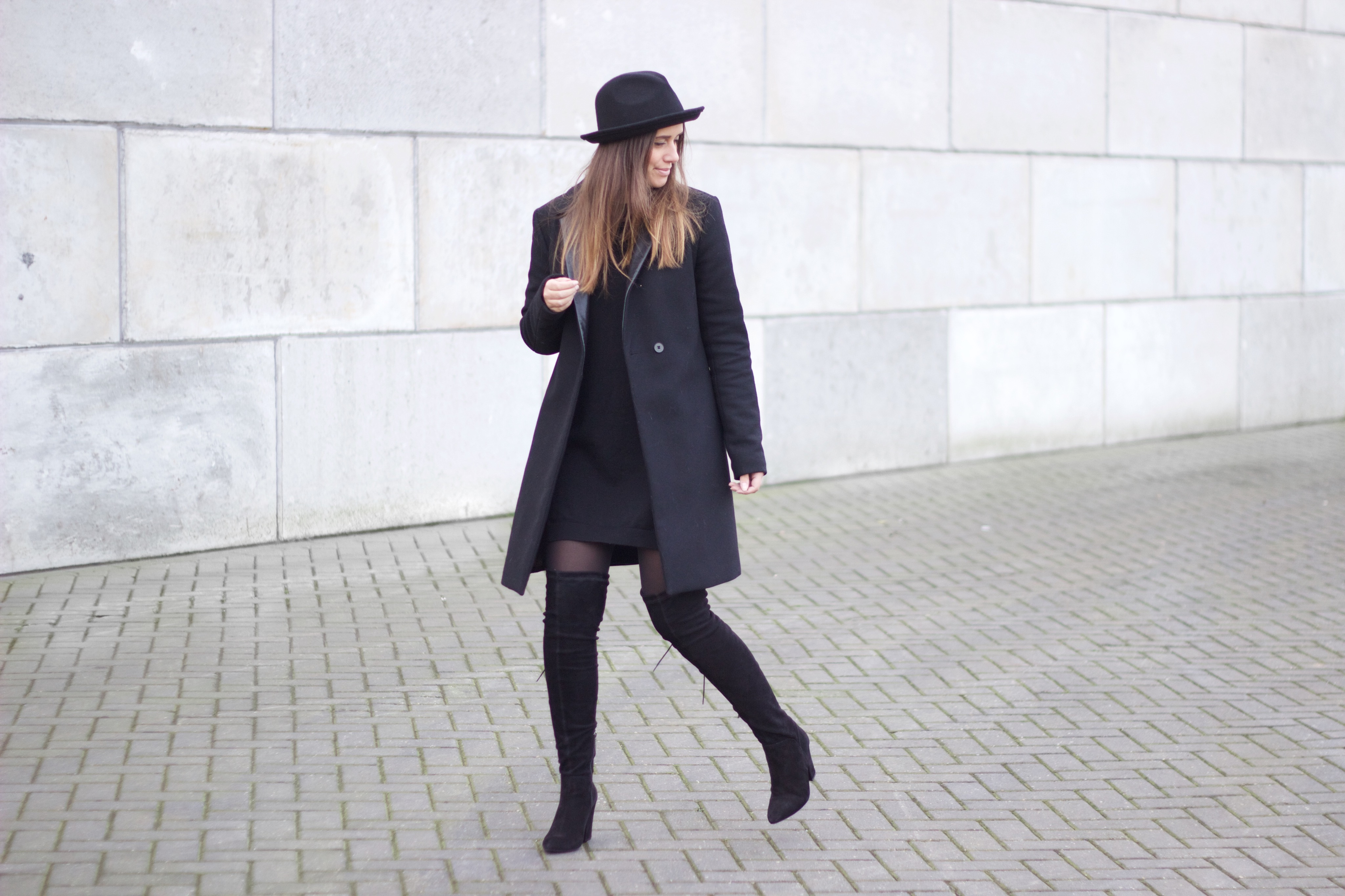 Long-coat-simplicity-all-black-monochrome