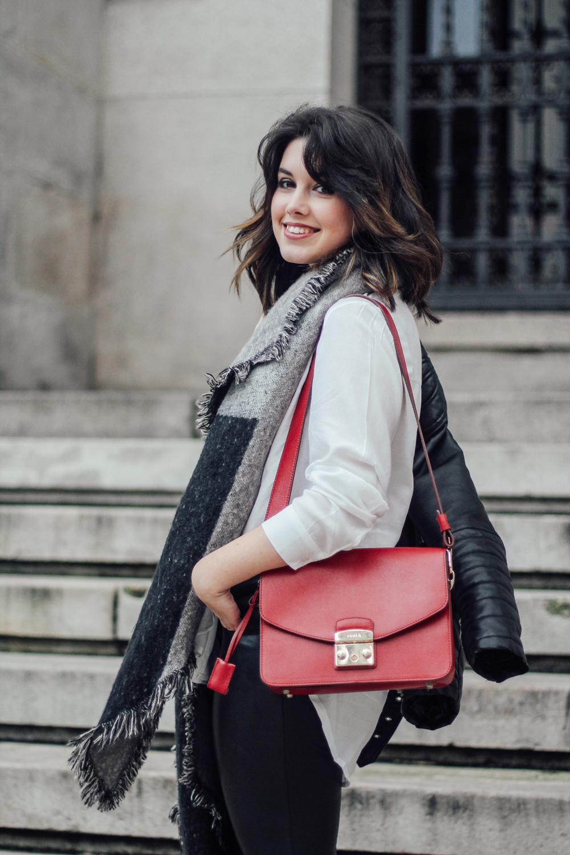 look basico con bolso rojo furla metropolis