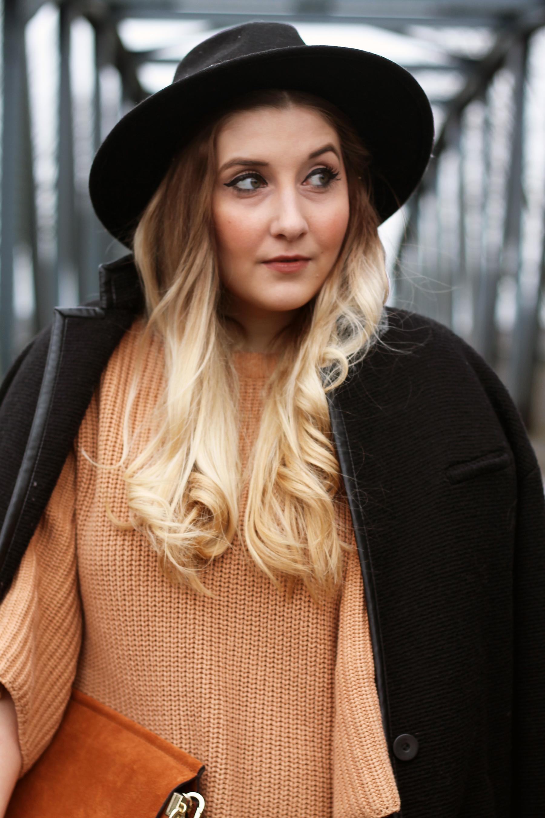 outfit-modeblog-fashionblog-look-style-senfgelber-pullover-lederhose