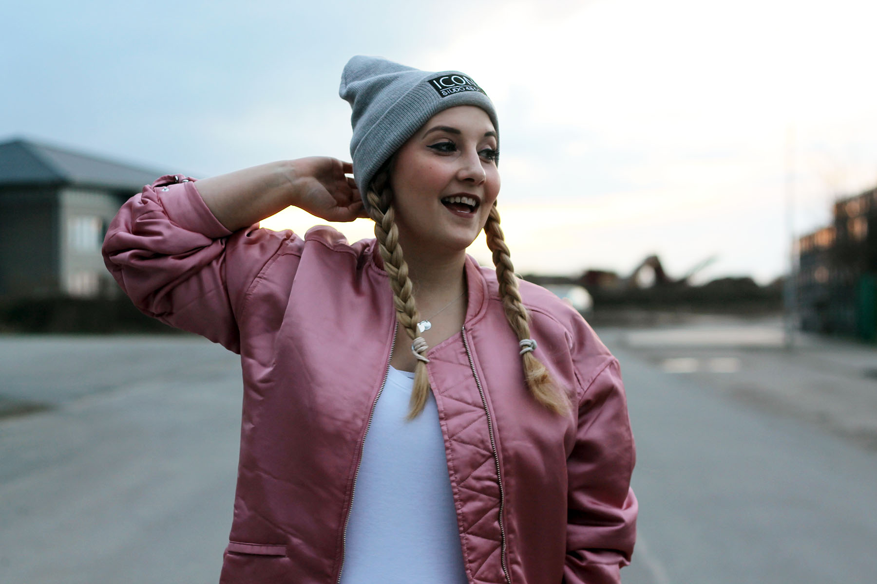 heller-me-rosa-pink-bomberjacke-outfit-look-mango-style-streetstyle-fashionblog