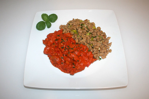 63 - Turkey chop in bell pepper sauce with leek spaetzle - Served / Putengeschnetzeltes in Paprikarahm mit Rahm-Lauch-Nockerl - Serviert
