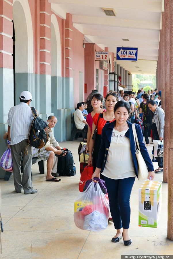 vietnam_reunification_express_train-12