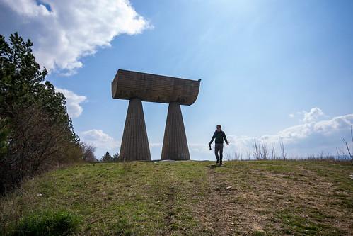 monument concrete serbia kosovo yugoslavia mitrovica spomenik bogdanbogdanović