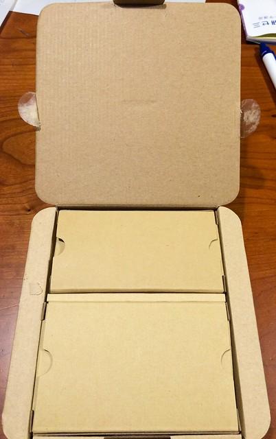 本体とパーツでそれぞれ小箱に