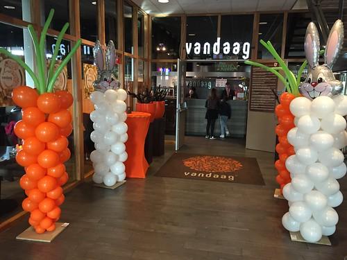 Ballonpilaar Paashaas en Wortel Pasen Restaurant Vandaag Utrecht