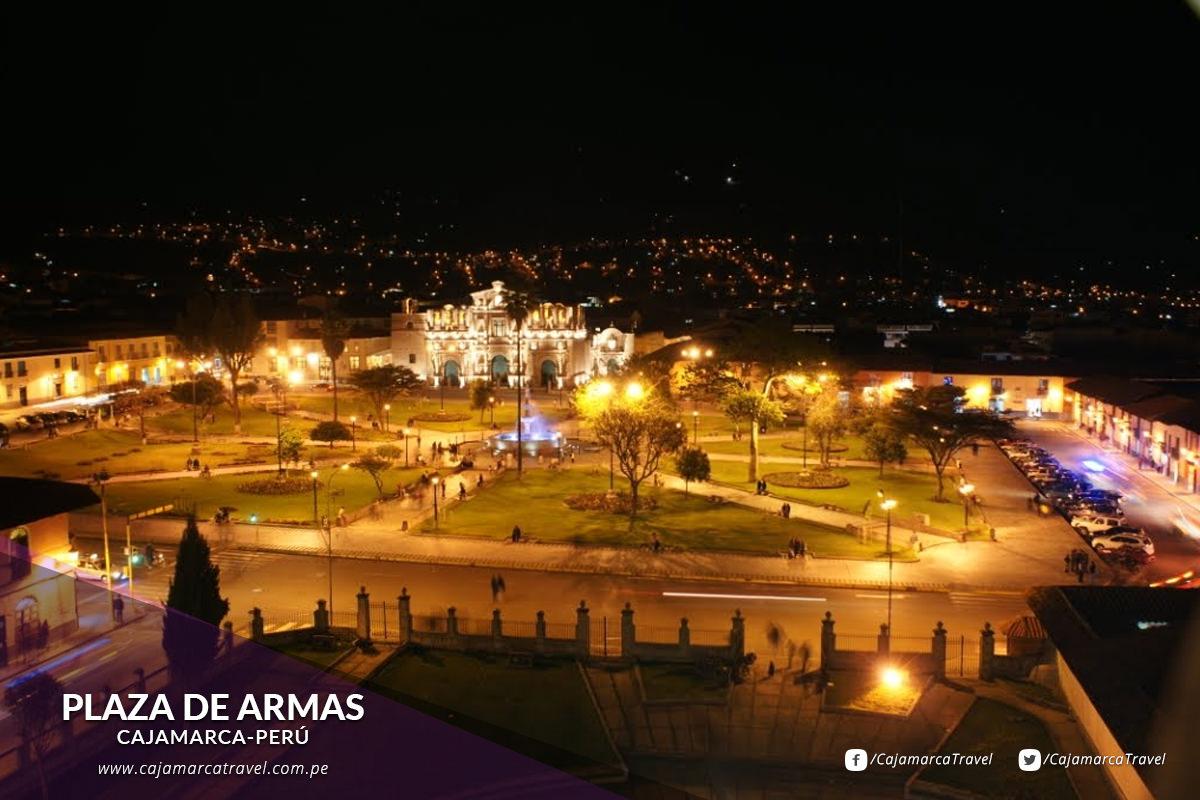Considera entre las plazas españolas más espaciosas del Perú.