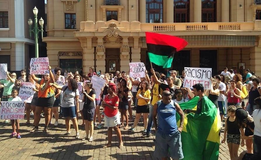 Amigos e familiares de Luana realizaram protesto contra a violência que ela sofre por parte da PM de SP. Evento foi sábado (23/04), em Ribeirão Preto (SP)
