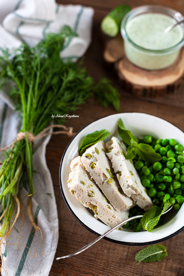 Meatloaf with green peas
