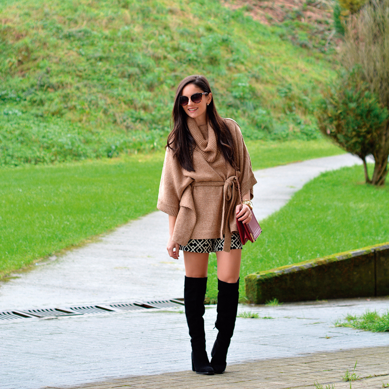 zara_hym_poncho_shorts_high_boots_camel_burdeos_01