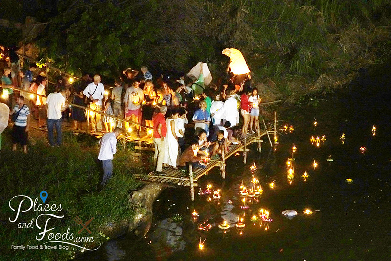 chiang mai loy krathong by river