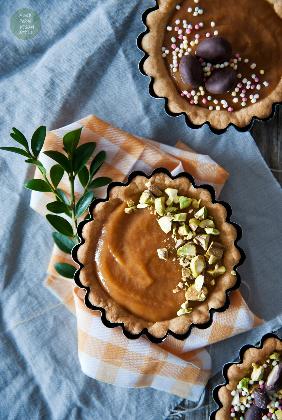 Vegan marzipan-apricot easter cakes / tartlets (gluten-free)