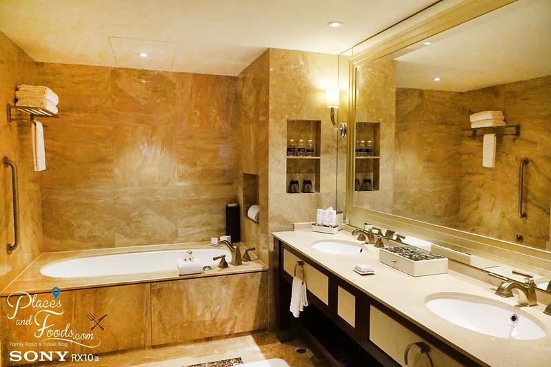 conrad macao room bathroom