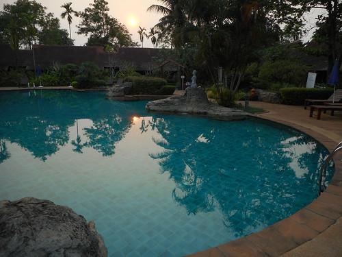 sunset reflection pool thailand hotel lodging resort swimmingpool smoky chiangrai พระอาทิตย์ตก ดวงอาทิตย์ตก