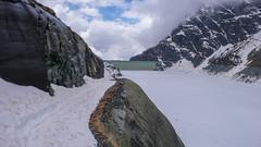 Niebezpieczny odcinek trawersu wokół jeziora Lago di Gera 2125m