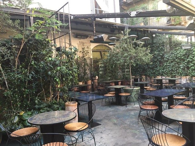 corso como 10. The inernal courtyard of casa di ringhiera, now a stylish cafe with outside terrace
