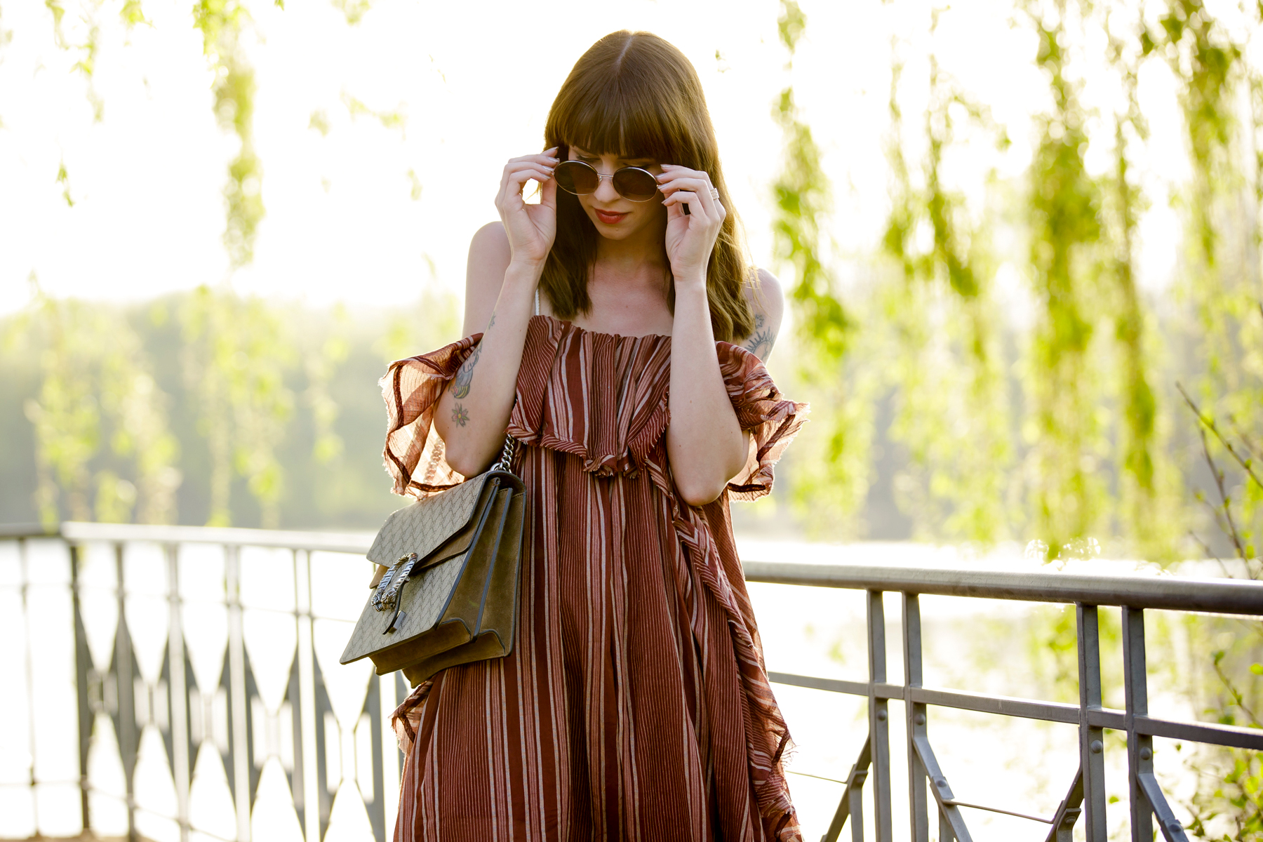free people off shoulder hippie dress shopbop summer style zara gold flower heels round sunglasses boho vintage chic gucci dionysus fashionblogger cats & dogs modeblog ricarda schernus blogger düsseldorf 3