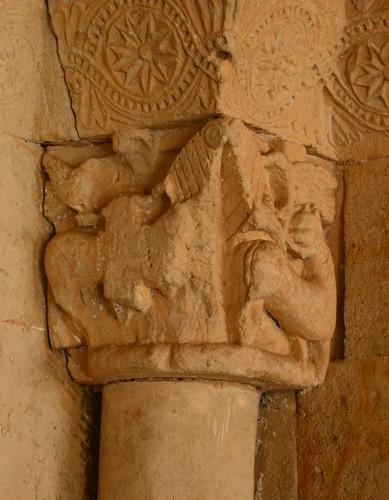 Almenara de Tormes (Salamanca). Santa María la Mayor. Portada. Capitel