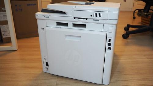 HP Color LaserJet Pro MFP M477fdw ด้านหลัง