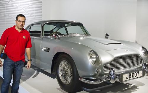 117 Nacho con el Aston Martin DB5