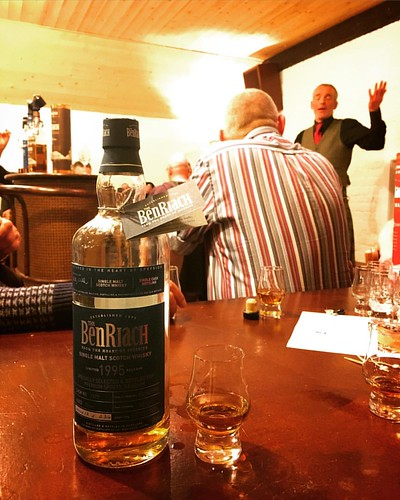 This special cask for @thebenriach 1995 smells smoky with some fresh citrus. Looking forward to tasting it. #whisky #whiskywithfriends