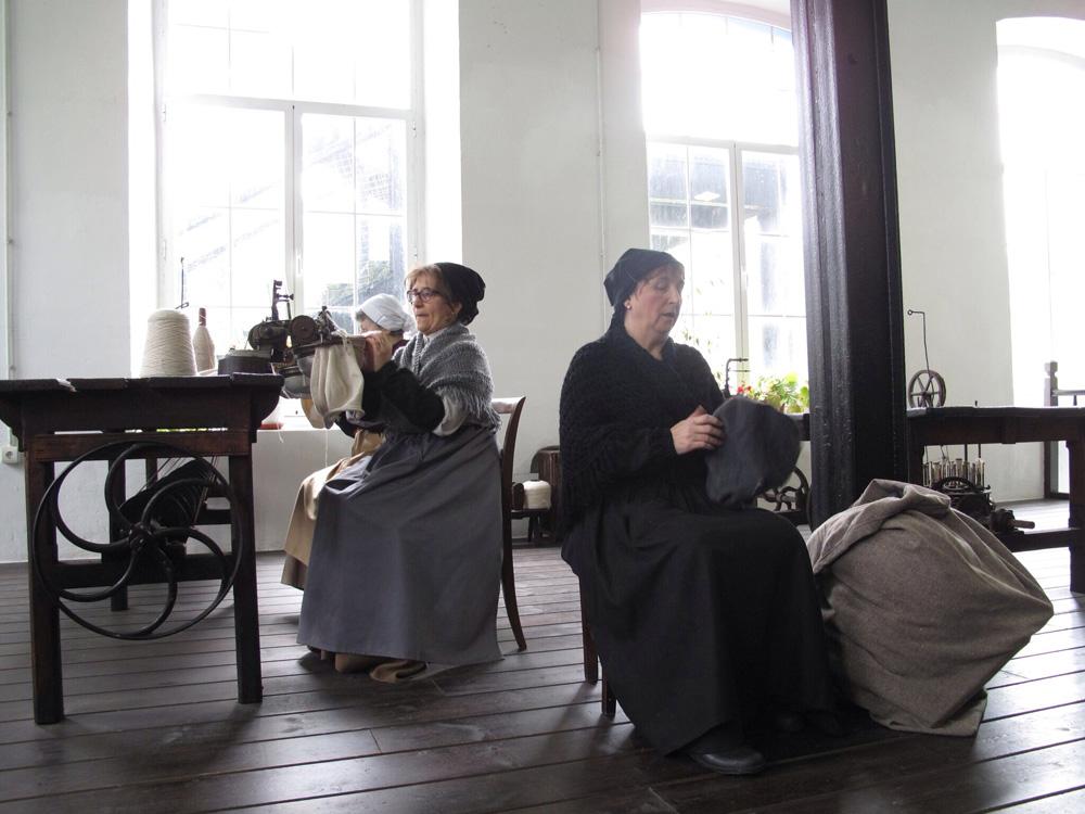 visita teatralizada_fabrica boinas la encartada_balmaseda_dinamización patrimonio_historias mujeres