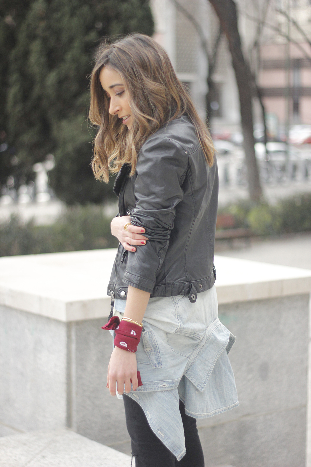 biker jacket black ripped jeans deartee tshirt heels outfit17