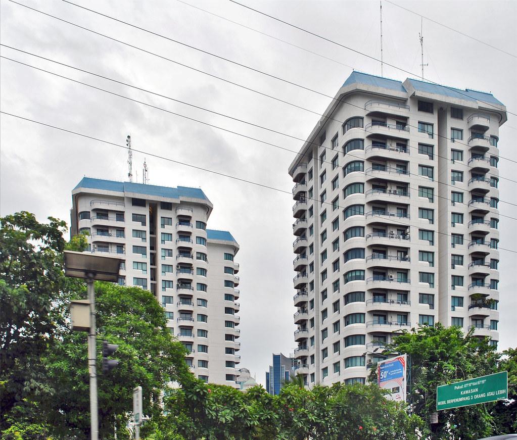 Park Royal Apartments: Apartemen Park Royal