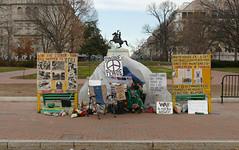 Peace facing the White House