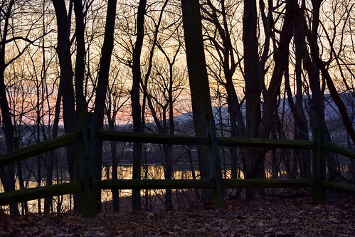 sunset lake reflection fence evening woods nikon view pennsylvania pa vista nikkor harrisburg fencepost wildwoodpark nikonphotography nikkorafs1855 fencefriday fencedfriday nikond7200 saltydogphoto