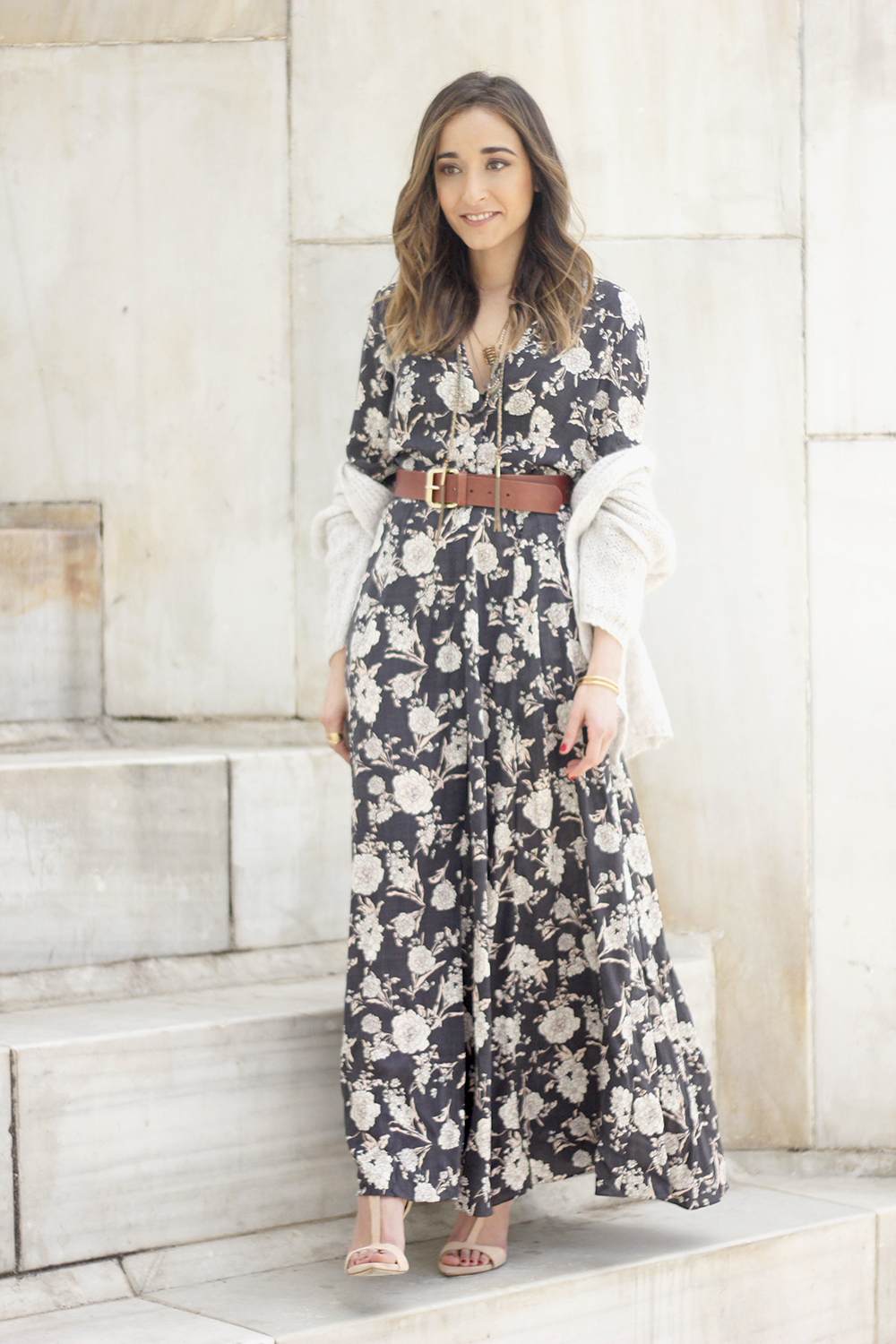 Maxi dress with floral print nude sandals beige cardigan outfit03