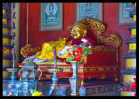 Buda Maitreya sonriente