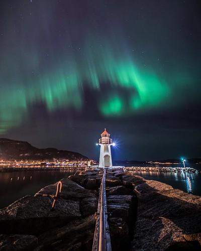 Northern lighthouse  Jeg hadde lenge tenkt på muligheten til å ta bilde av Ila Fyr med nordlys i bakgrunnen. Og på søndagskveld ble det endelig en mulighet🎉