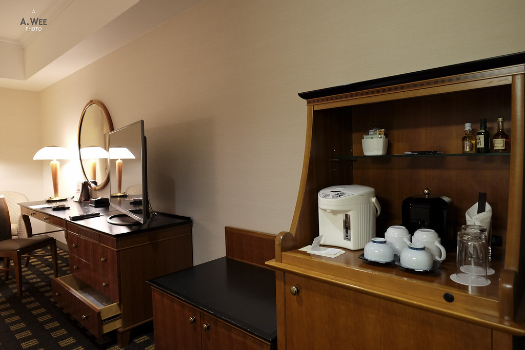 Minibar and work desk