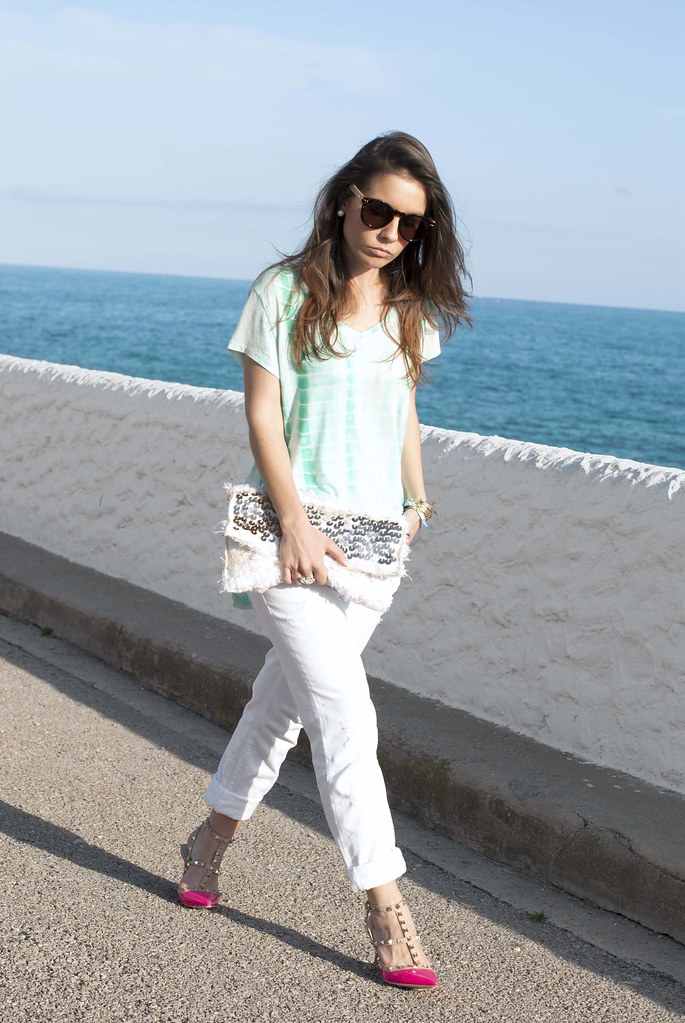 011_mint_shirt_white_jeans