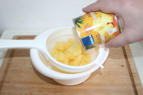 10 - Ananas abtropfen lassen / Drain pineapple