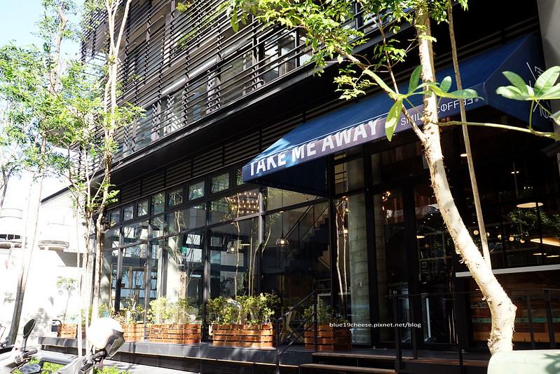 24227963423 b6dd146e11 c - 憲賣咖啡熱河店-餐點有別於東興店和華美店.裝潢走穀倉鄉村風.價位偏高一點.是北屯一處喝咖啡推薦地點