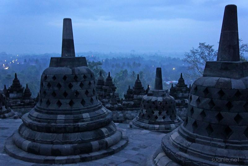 Borobudur, Yogyakarta - 0533 view before sunrise