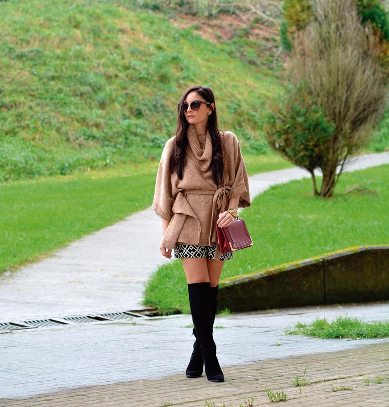 zara_hym_poncho_shorts_high_boots_camel_burdeos_08
