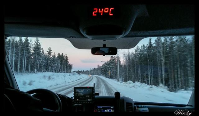 Laponia motos nieve renos pueblo papa noel - Dentro del microbús