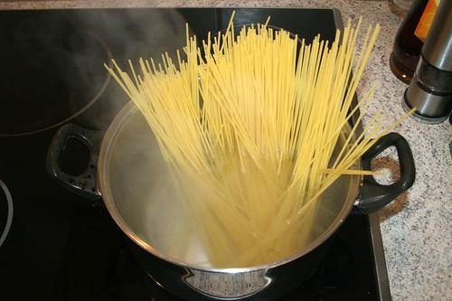 16 - Spaghetti kochen / Cook spaghetti