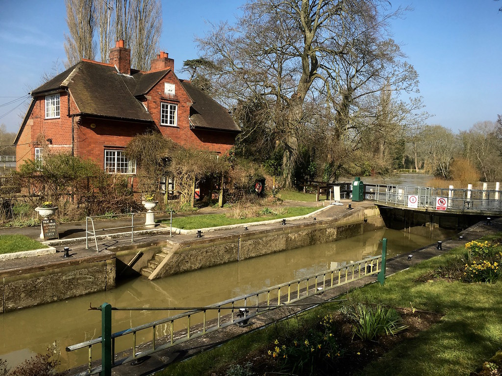 Sonning Lock Reading to Henley walk