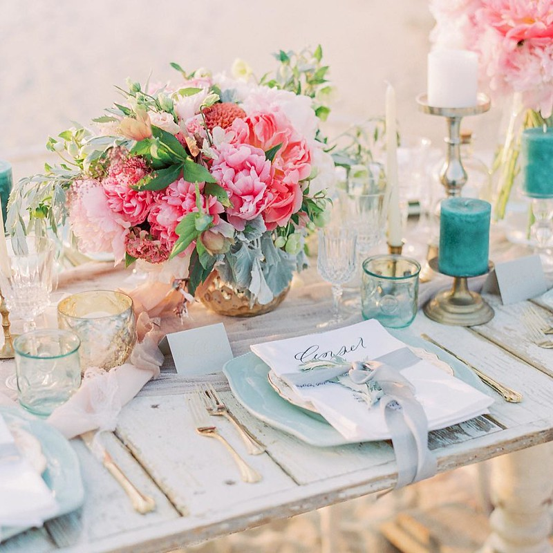 Bright colored wedding centerpieces | Fab Mood UK wedding blog