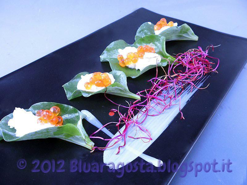 foglie d'ostrica con crema acida e uova di salmone