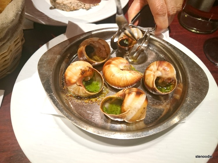 Tools to eat escargots