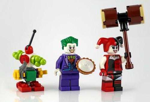 LEGO DC Superheroes 76035 Jokerland figures 01