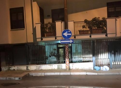 Doppio senso unico in Largo Pineta (foto Remo Pavone)