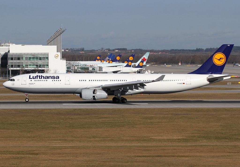 Landing on RWY26L. Delivered 01/2005.