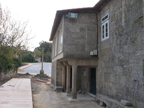 Ano 2004: Obras de rehabilitación da contorna da igrexa de Sandiás a cargo do Obradoiro do Emprego (Maio 2004).